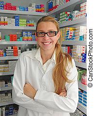 Retrato de una farmacéutica femenina en la farmacia
