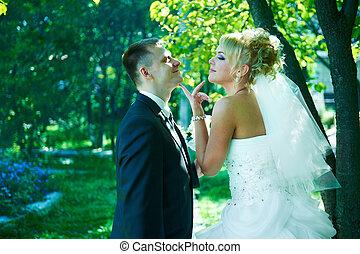 Retrato de una hermosa novia y novio