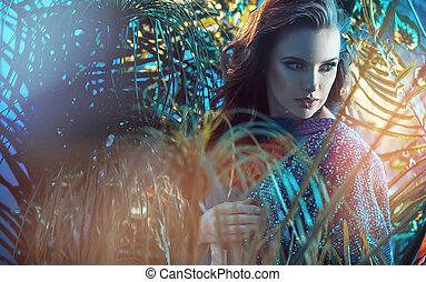 Retrato de una joven morena en la selva tropical
