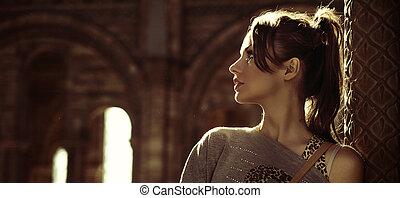 Retrato de una joven morena