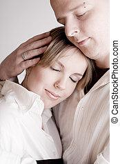 Retrato de una joven y relajada pareja