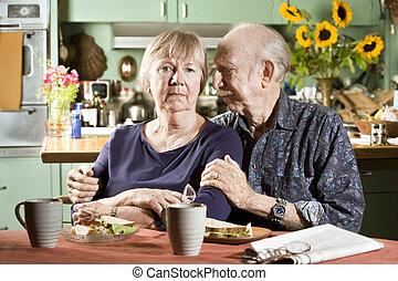 Retrato de una pareja preocupada
