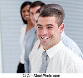 Retrato del equipo de negocios positivo