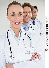 Retrato del equipo médico confiado