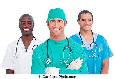 Retrato del equipo médico de hombres