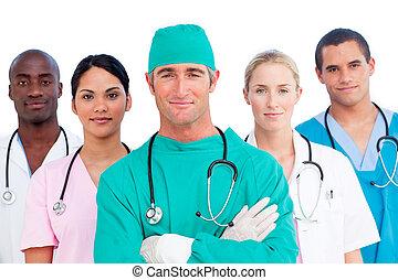 Retrato del equipo médico multiétnico