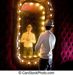 retro, hombre, miradas, espejo