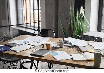 reunión de la oficina, tabla, desordenado