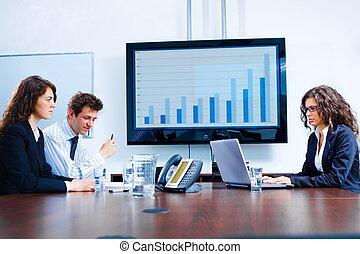 Reunión de negocios en la sala de juntas