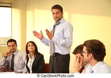 Reunión informal de negocios - discurso de jefe
