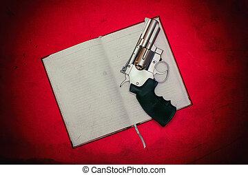 revólver, cuaderno