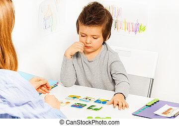 revelado, juegos, niño del partido, tabla, concentrado