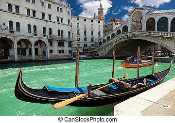 Rialto bridge en Venecia, Italia