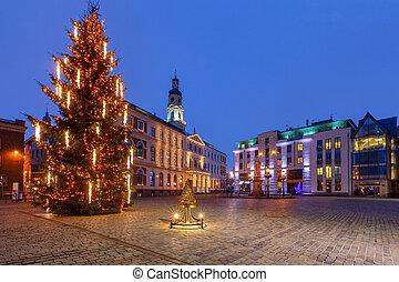 Riga. Árbol de Navidad en la plaza del ayuntamiento.