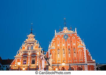 Riga, Letonia. Casa y casa de los negros de la ciudad