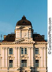 Riga, Letonia. Una fachada de construcción de la corte regional de riga