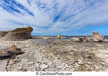 Rocosas con acantilados de piedra caliza en Suecia