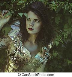 Romántico, Reina con armadura de plata y oro, hermosa mujer morena con abrigo rojo largo y cabello castaño