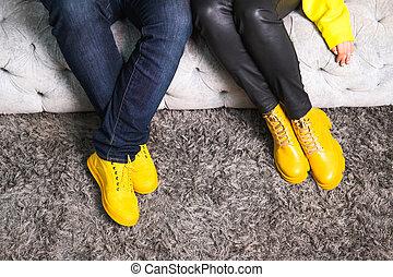 ropa, pareja, año, color, couch., cosecha, similar, moderno, sentado