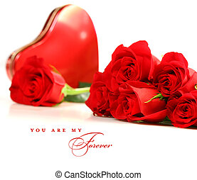 Rosas rojas con una caja de chocolate blanco