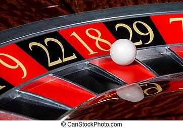 Ruleta clásica de casino con el sector rojo 1818