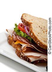 Sándwich de pavo en pan de grano entero