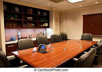 Sala de conferencias con IP en la mesa