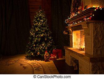 Sala de estar con chimenea y árbol de Navidad decorado