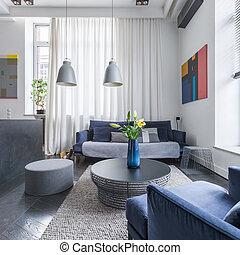 Sala de estar con sofá tapizado