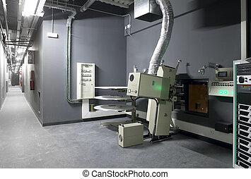 Sala de proyectores de cine con equipo