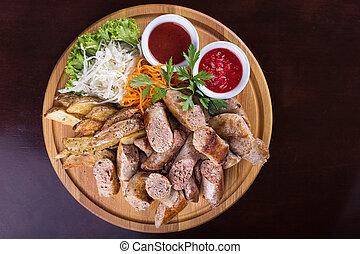 Salchichas con salsa