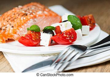 Salmón a la parrilla con salmón griego