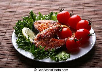 Salmón fresco con ensalada