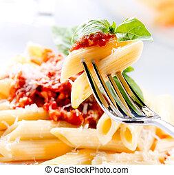 salsa, queso, bolognese, pastas, parmesano, penne, albahaca