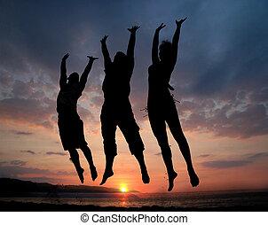 saltar, tres personas