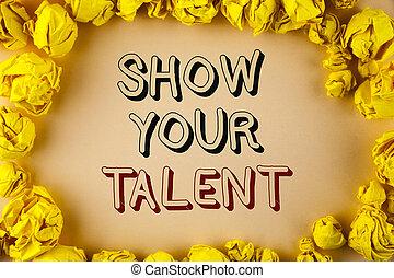 Señal de texto mostrando su talento. Foto Conceptual Demuestre habilidades personales aptitudes de conocimientos de aptitudes escritas en el fondo común dentro de Bolas de Papel Amarillo.