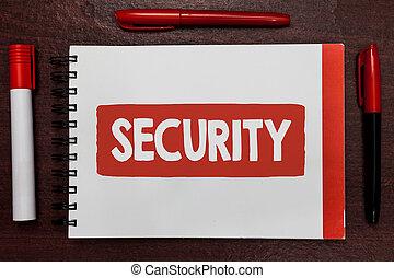 Señal de texto que muestra seguridad. Foto conceptual el estado de sentirse seguro y libre de miedo o peligro ideas importantes resaltaron marcadores de libretas de madera.