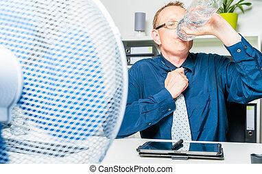 sediento, día, caliente, trabaja, hombre de negocios, suda, oficina