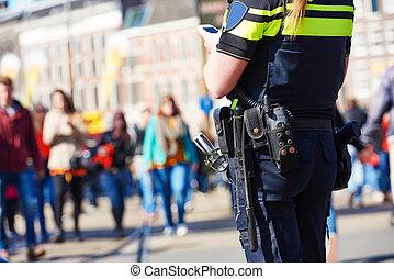 Seguridad de la ciudad. Policía en la calle