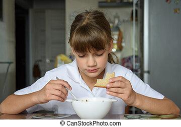 sentado, came, abajo, tabla de cocina, comer, hogar, colegiala, escuela