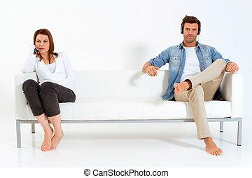 separado, televisión, pareja, sofá, mirar