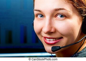 Servicio de clientes. Una linda mujer con auriculares
