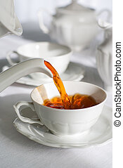 Servir té fresco.