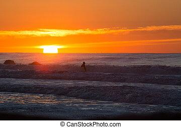 Sesión de surf al amanecer