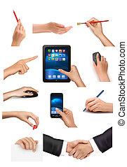 Set de manos sosteniendo diferentes objetos comerciales ilustración del Vector