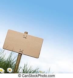 Signos de madera en blanco y hierba verde con margaritas flores, cielo azul y espacio para el texto en la parte superior