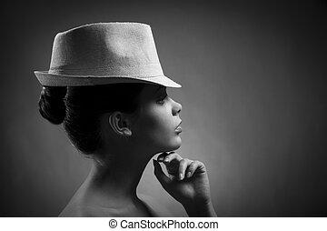 Silueta de dama elegante con sombrero. Imagen BW