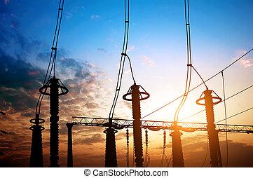 Silueta de equipos eléctricos de subestación