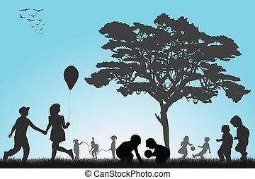 Siluetas de niños jugando afuera
