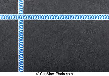 Slate con cintas con un patrón de diamante bávaro